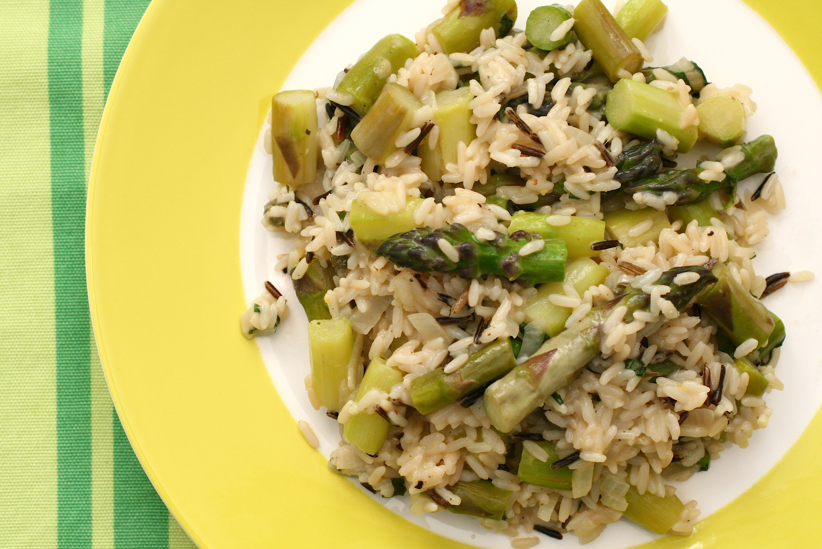 By Katrin Morenz (Flickr: Asparagus Risotto) [CC-BY-SA-2.0 (http://creativecommons.org/licenses/by-sa/2.0)], via Wikimedia Commons