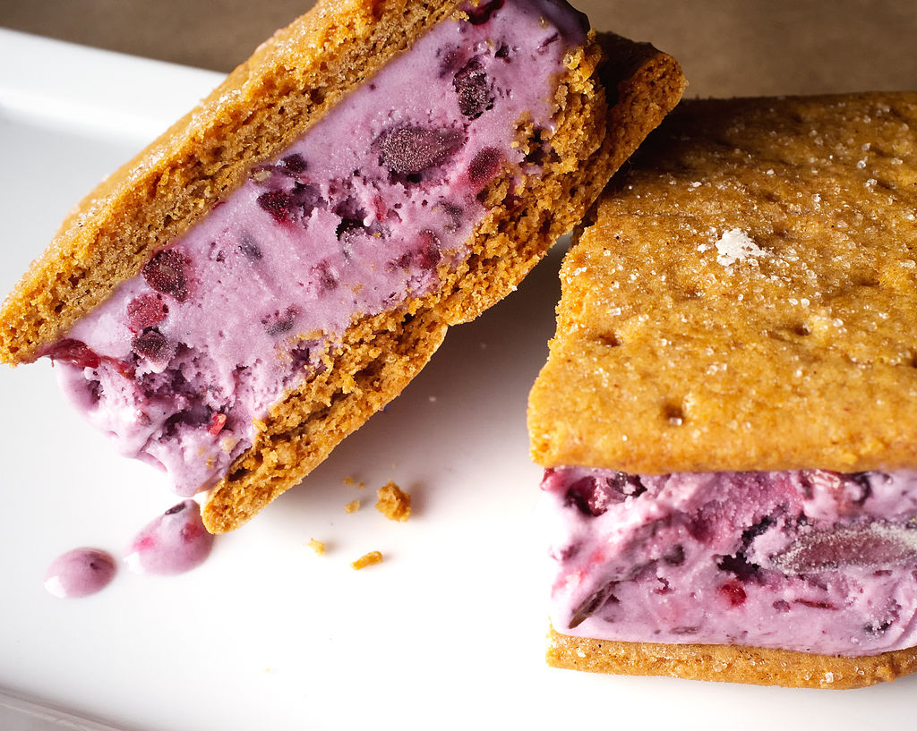 By Ralph Daily from Birmingham, United States (Blackberry Ice Cream Sandwiches [Explore]) [CC-BY-2.0 (http://creativecommons.org/licenses/by/2.0)], via Wikimedia Commons