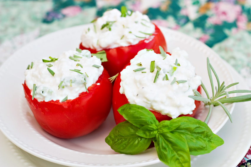 tomato with ricotta, cottage cheese; tadam bl-irkotta