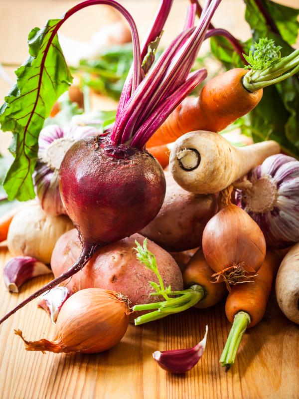 Riċetta veġetarjana: Colcannon tal-patata, zunnarija u zunnarija bajda (parsnips)