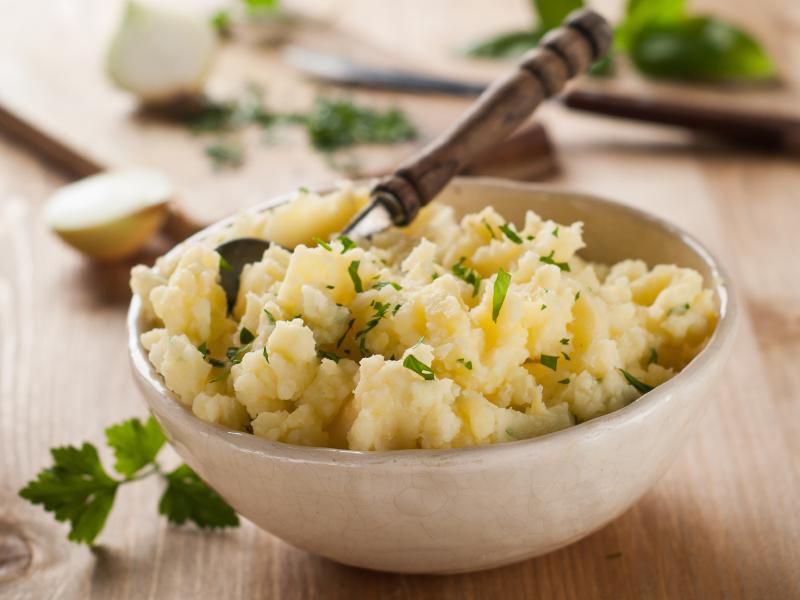 Vegetarian recipe: Celery root, red cabbage and potato colcannon (mash) Riċetta veġetarjana: Colcannon bl-għerq tal-karfusa, kaboċċa ħamra u patata