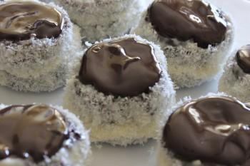 Riċetta: Pastini tal-coconuts u ċikkulata