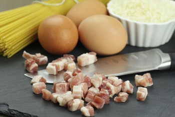 Recipe of eggs and bacon linguini Riċetta: Lingwini bil-bajd u l-bacon