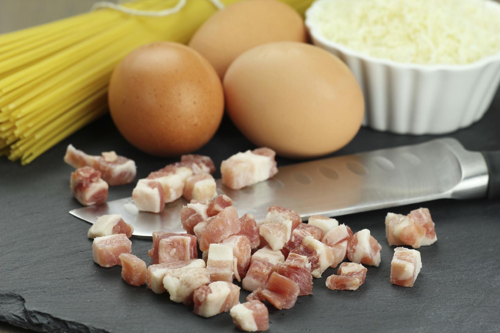 Recipe of eggs and bacon linguini Riċetta: Lingwini bil-bajd u l-bacon