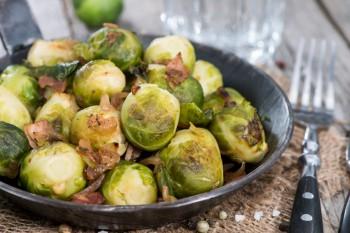 Riċetta: Brussels sprouts bil-bacon u qastan