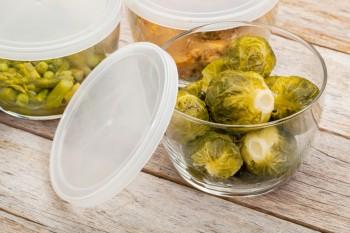 Riċetta: Brussels sprouts u laħam tad-dundjan moqlijin