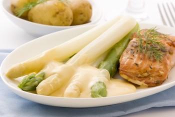 Riċetta: Salamun mixwi bil-patata u asparagu