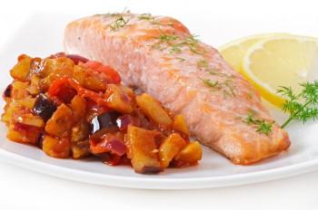 Recipe: Salmon with eggplant mix Riċetta: Salamun bil-kapunata tal-brunġiel