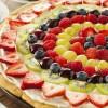 Recipe for children: Fruit pizza Riċetta għat-tfal: Pizza tal-gallettini bil-frott