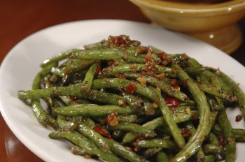 Recipe: Green beans with prosciutto and pine nuts