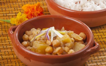 Vegetarian recipe: Indian potato and chickpea curry