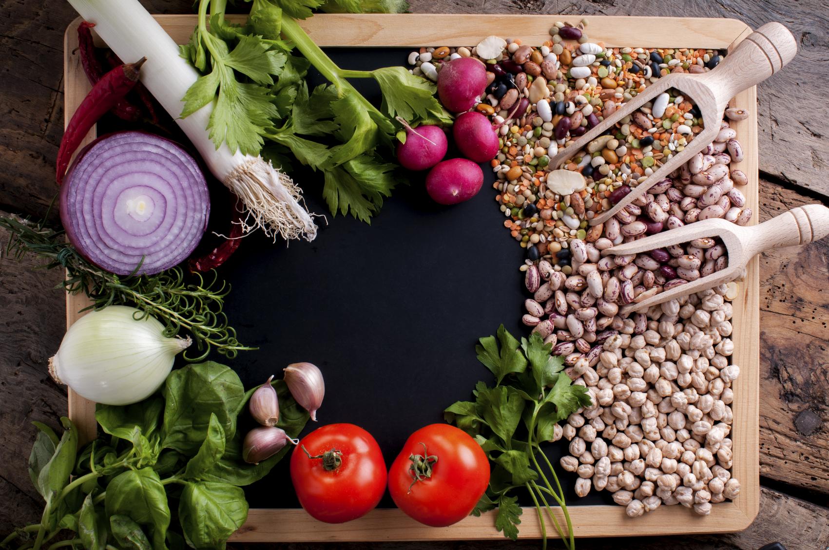 Mediterranean diet less pprocessed foods and less sugar Fid-dieta Mediterranja trid tnaqqas l-ikel ipproċessat u z-zokkor
