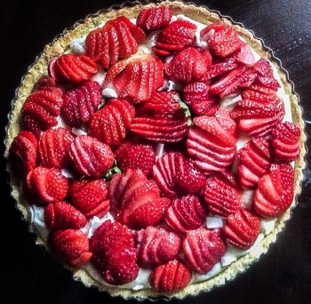 Coconut pie with strawberries (no butter and less sugar) Torta tal coconut u frawli bla butir u b inqas zokkor