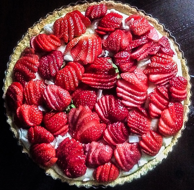 Coconut pie with strawberries (no butter and less sugar) Torta tal coconut u frawli bla butir u b inqas zokkor
