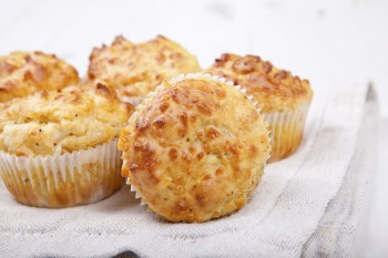 Cheese and bacon muffins Muffins tal-ġobon u l-bacon