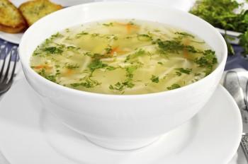 Chicken noodle soup with spinach Brodu tat-tiġieg bl-ispinaċi u għaġin xgħir