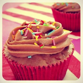 Rainbow cupcakes Cupcakes bl-ilwien tal-qawsalla