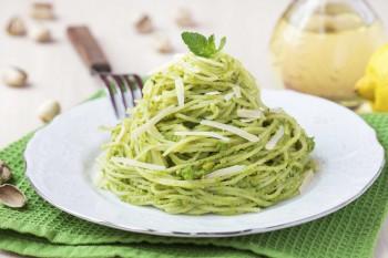 Pesto and acocado spaghetti Spagetti bil-pesto u l-avokado