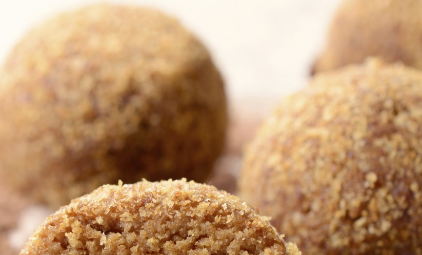 Almond pastries: Pastini tal-lewż