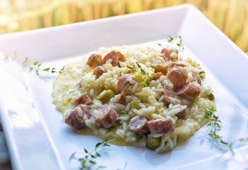 Broad bean and chorizo sausage rice: Ross bil-ful u zalzett chorizo