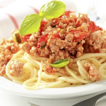 Chicken Bolognese spaghetti: Spagetti bil-kapuljat tat-tiġieġ