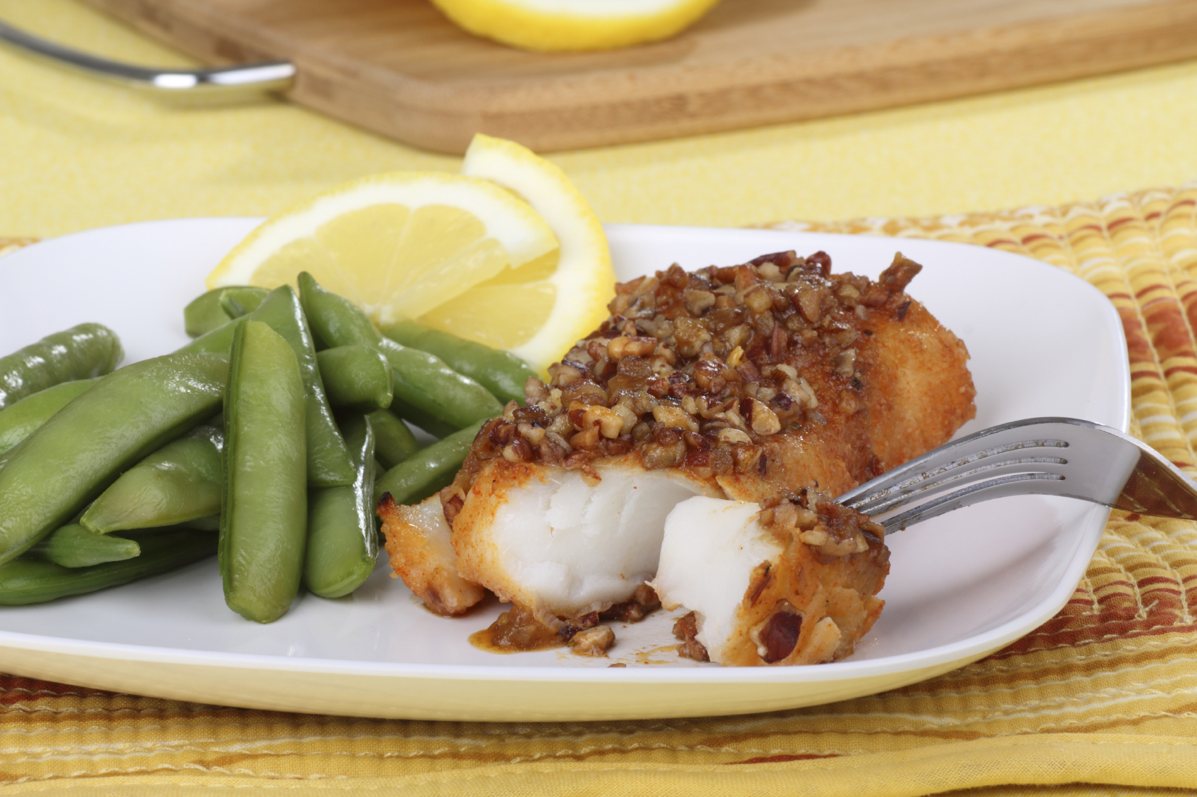 Cod with lemon zest and nuts: Merluzz b'qoxra ta' lewż u lumi