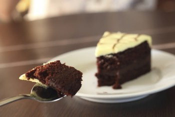 Irish cake with chocolate and Guinness Kejk Irlandiż biċ-ċikkulata u l-Guinness