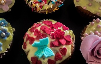 Recipe: Quick and easy carnival cupcakes for kids