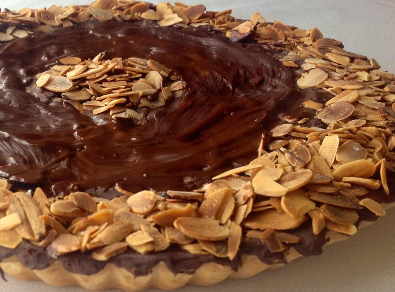 Traditional recipe: Almond and chocolate tart (torta tal-marmurat) - LITTLEROCK