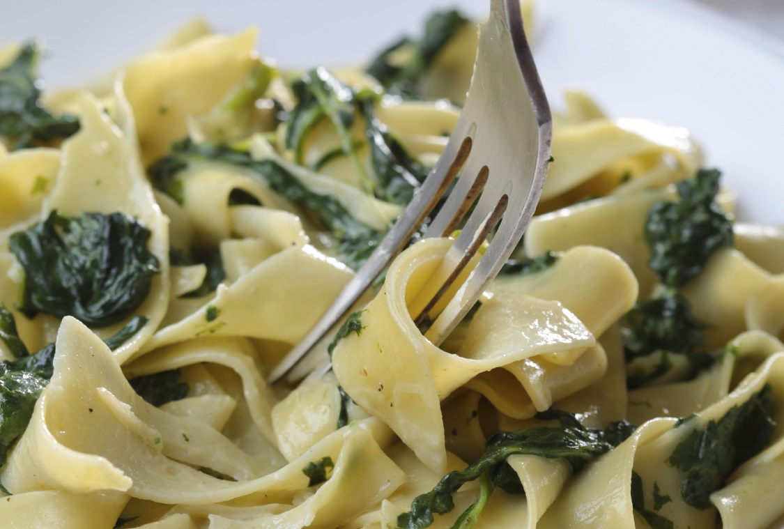 Pappardelle with lamb and spinach: Pappardelle bil-ħaruf u l-ispinaċi