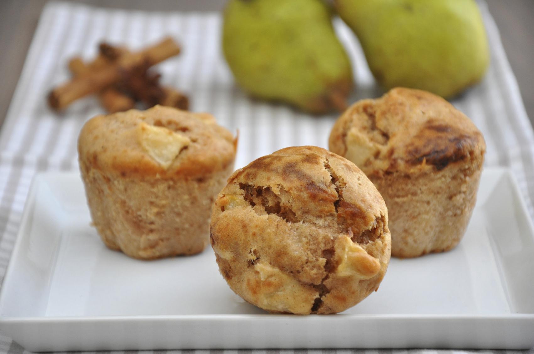 Pear and cinnamon muffins: Muffins tal-lanġas u l-kannella