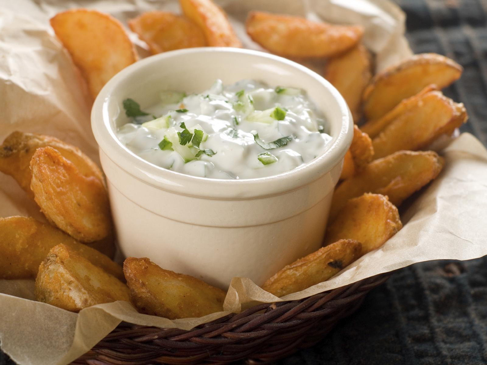 Potatoes and lemon cream dip: Patata b'dipp tal-krema u lumi