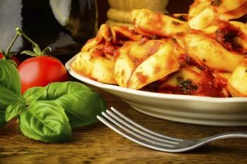 Tortellini with Maltese sausage and green pepper: Tortellini biz-zalzett tal-Malti u bżar aħdar