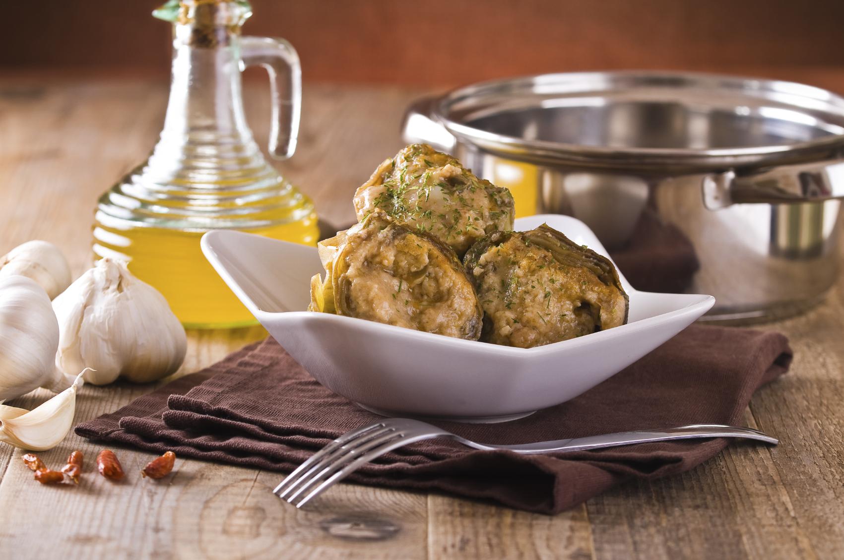 Artichokes filled with cheese and herbs: Qaqoċċ mimli bil-ġobon u ħxejjex aromatiċi