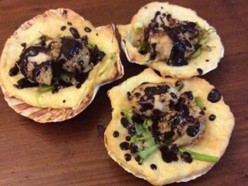 Recipe:  Filled pastry case with scallops and chocolate dressing