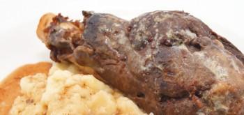 Riċetta: Ixkla tal-ħaruf (lamb shanks) biċ-ċiċri u patata maxx
