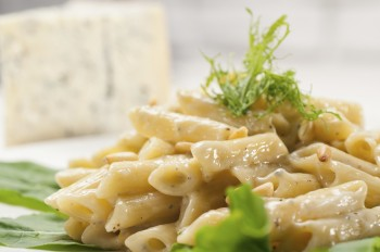 Penne with gorgonzola and walnuts