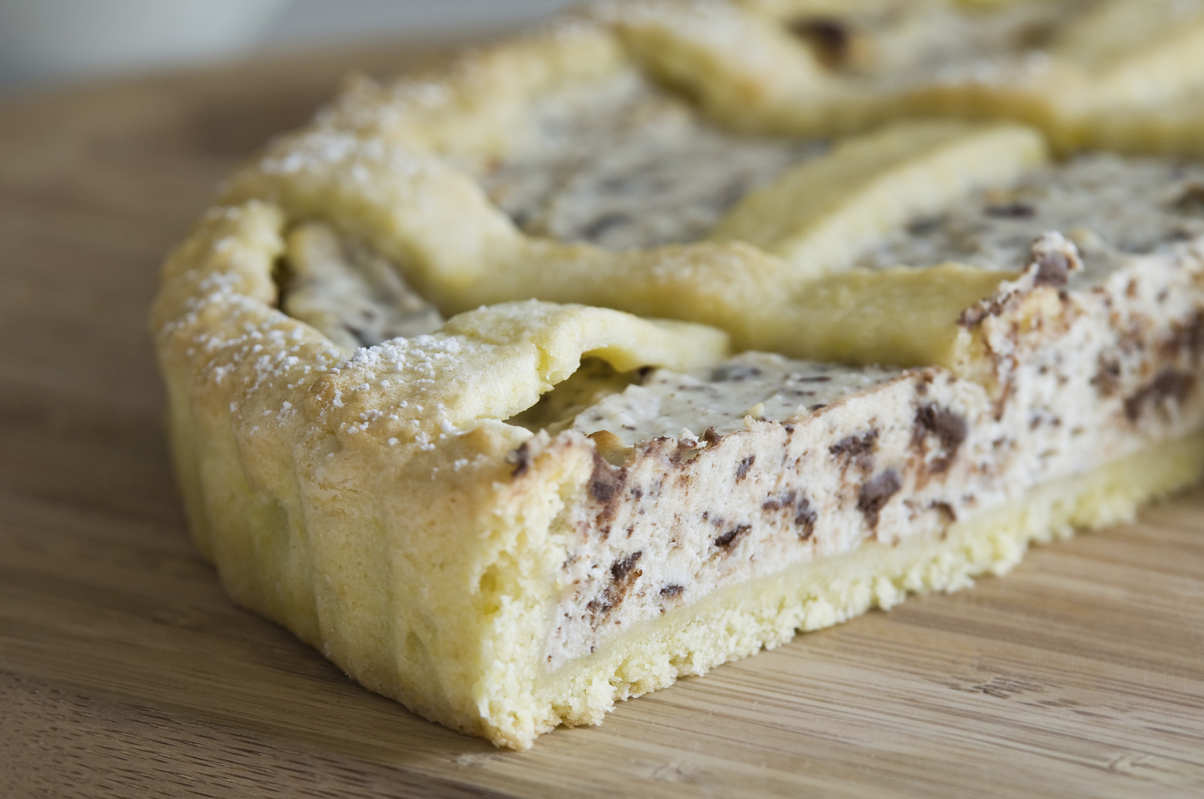 ... in English: Recipe: Sweet ricotta pie with hazelnuts and chocolate