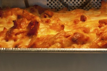 Baked pasta with cheese and sage: Għaġin il-forn bil-ġobon u s-salvja