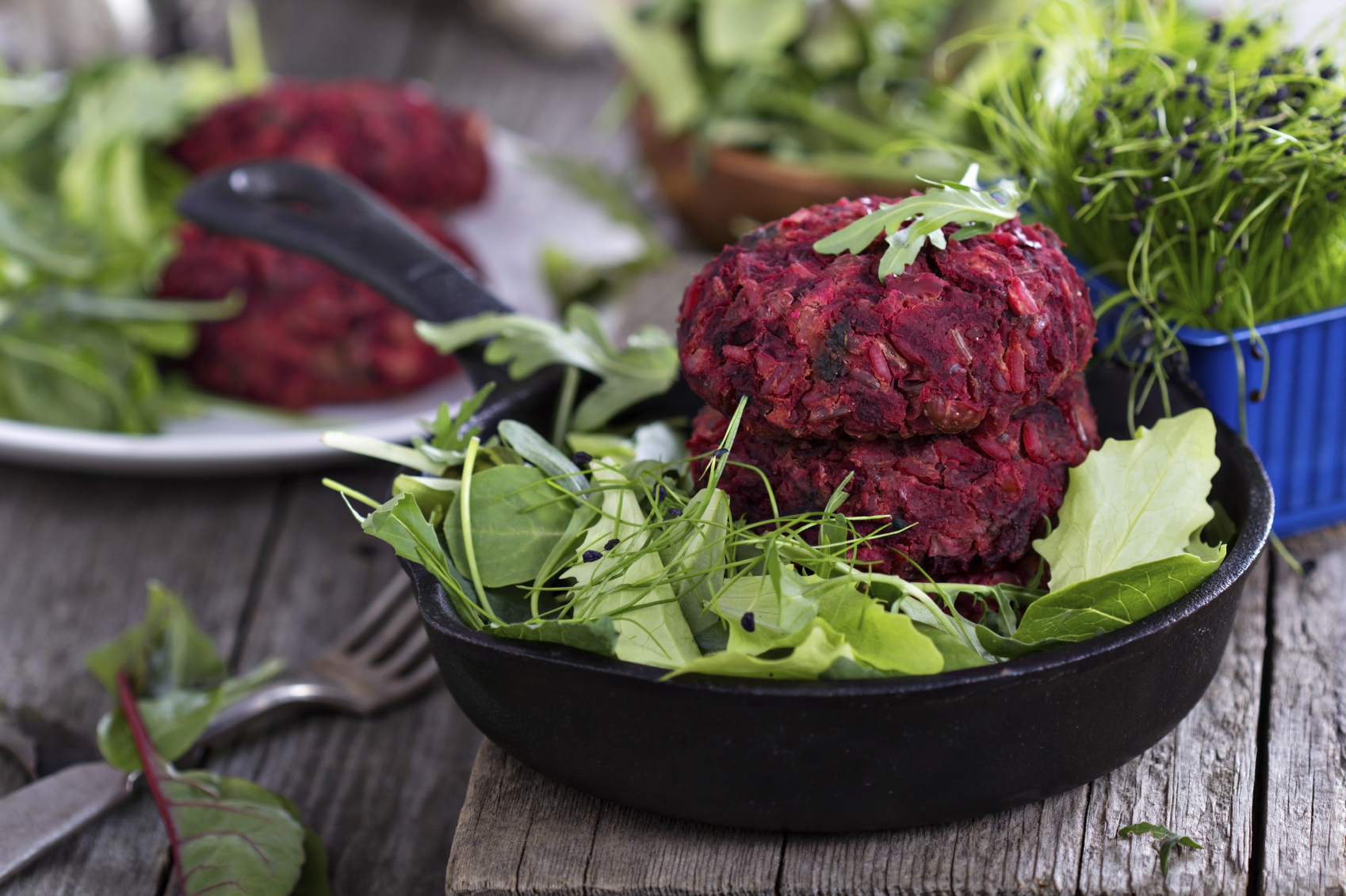 Beetroot and ricotta burgers