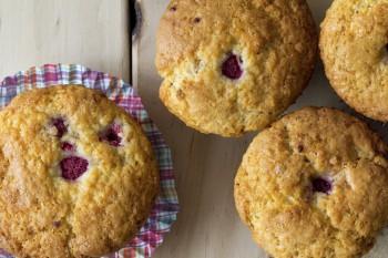 Riċetta: Muffins bil-frawli u ċikkulata bajda