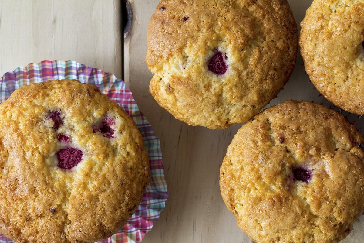 Strawberries and white chocolate muffins