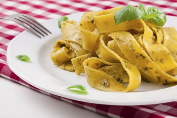 Vegetarian recipe: Tagliatelle with hazelnuts and fresh cheeselets