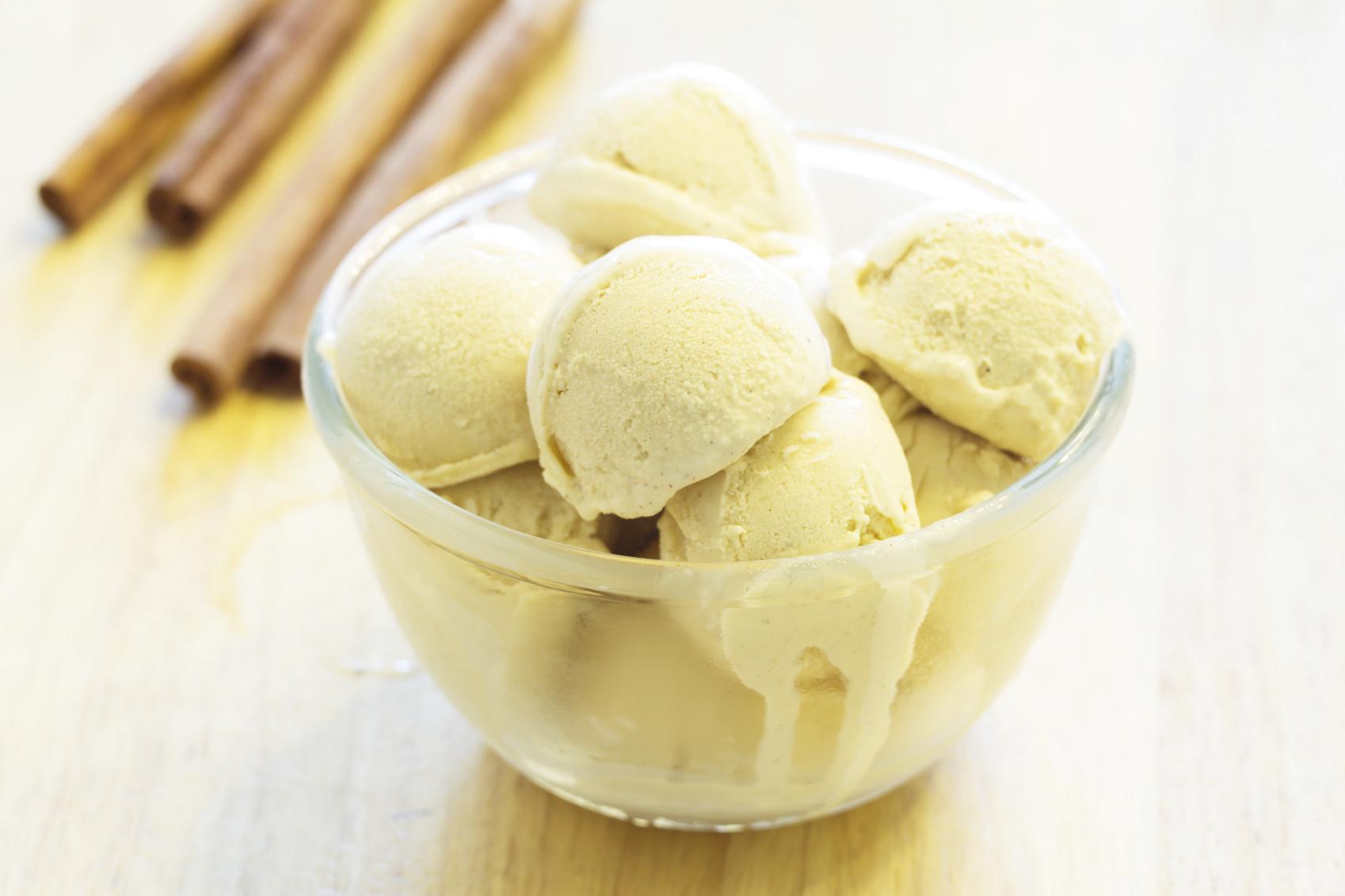 Stevia ice cream with cinnamon