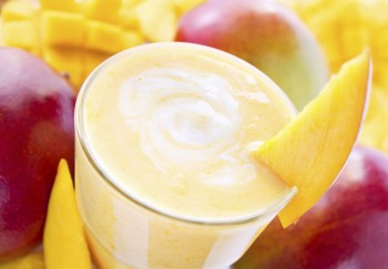 Recipe:  Breakfast mango smoothie
