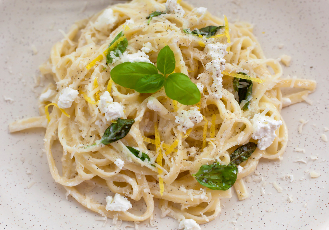 Linguine-feta-cheese-and-chicken-