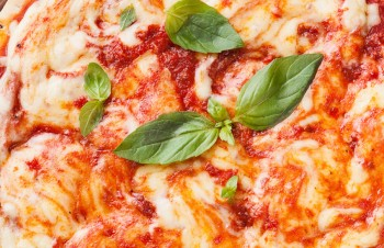 Vegetarian recipe: Pizza Margherita