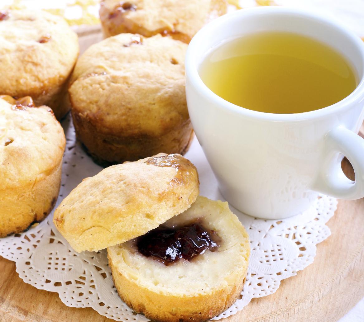 Yoghurt muffins with marmelade