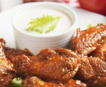 Curry wings with yoghurt dip