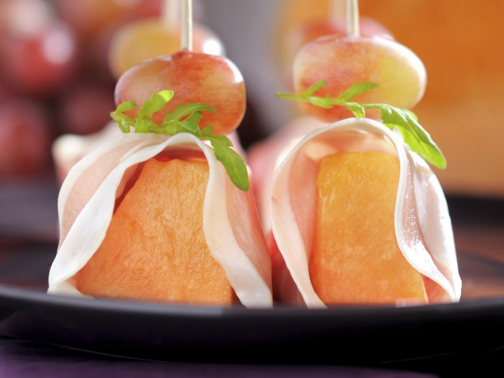 Peach and prosciutto skewers
